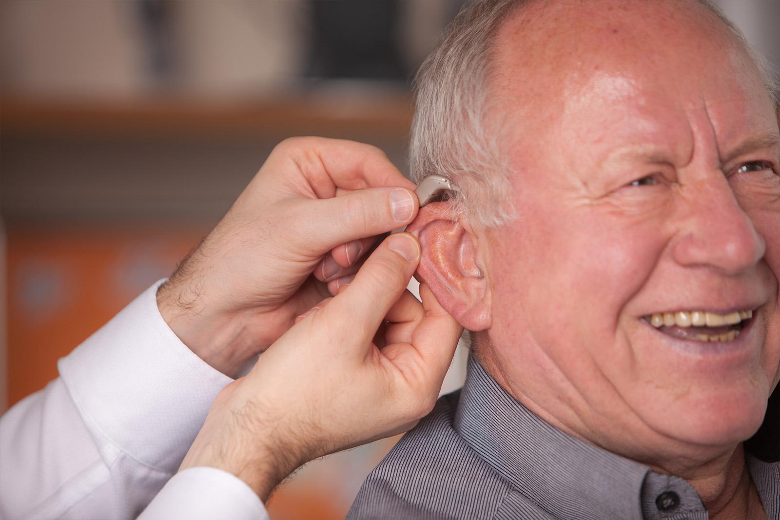 Anpassung des Hörgeräts am Kunden